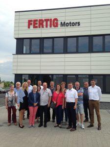 Zu Besuch bei der Firma Fertig Motors am Marktheidenfelder Dillberg mit Geschäftsführer Dietmar Hamberger (re.), stellv. OV-Vorsitzendem Reinhold Braun (3. v. re.) und Landtags-Direktkandidatin Anna Stolz (3. v. li.).